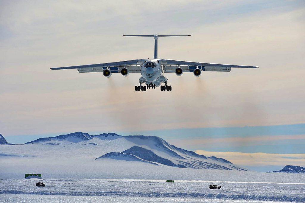 Антарктида - слизька і крижана посадка